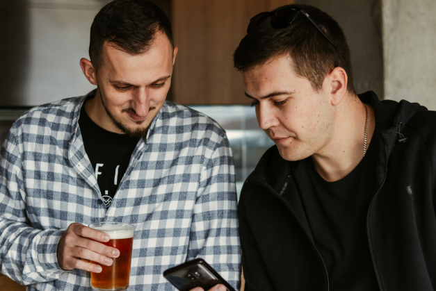 ratko stambolija and milan ilic drinking beer